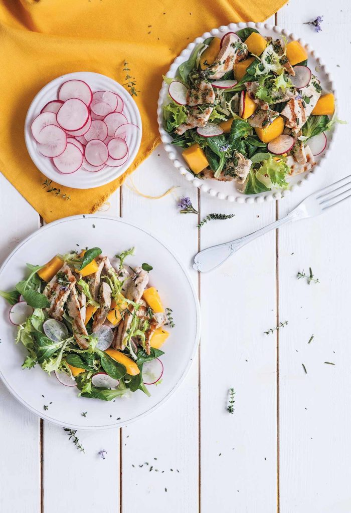 Mango and turkey salad with herbs