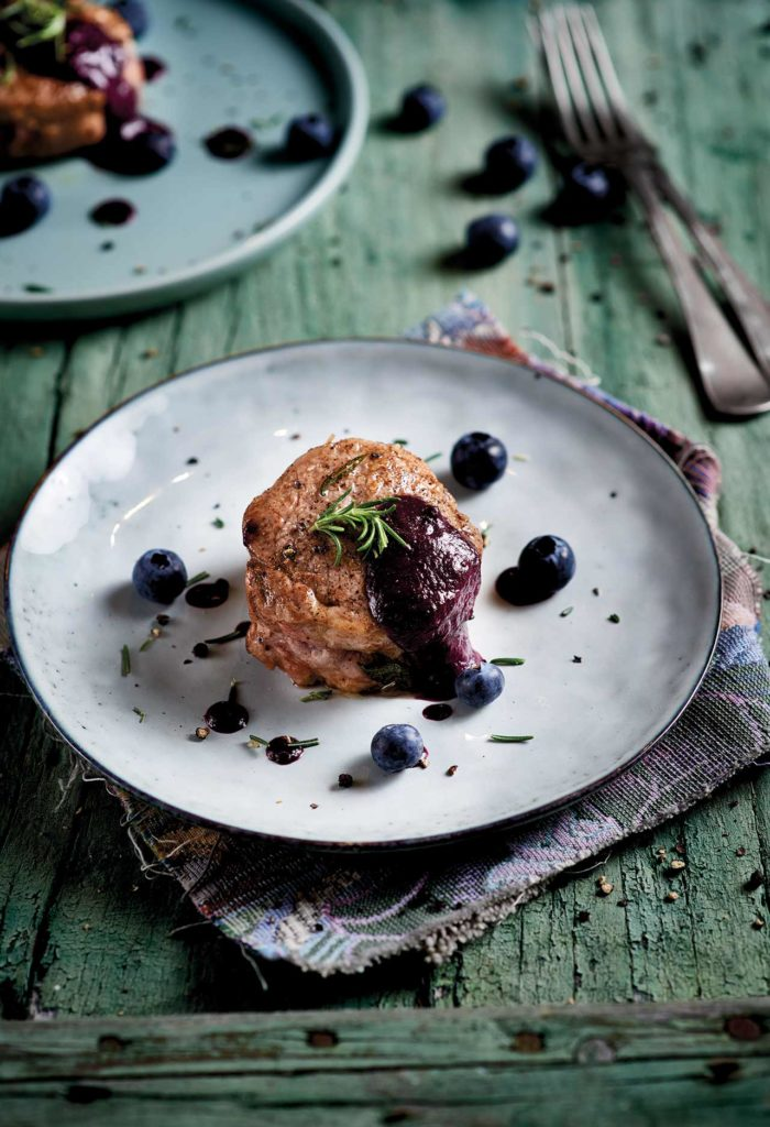 Pork tenderloin with red wine and blueberry sauce