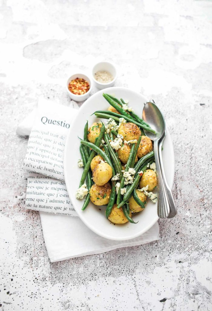 Warm salad with roast potatoes, green beans and gorgonzola