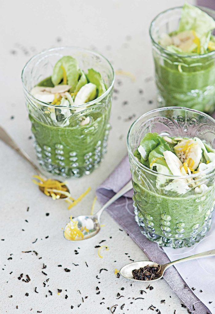 Lettuce and banana green tea smoothie