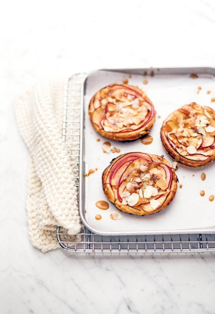 Tartellette con mele e caramello salato