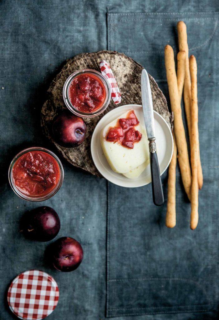 Salsa agrodolce di susine, peperoni rossi e mele